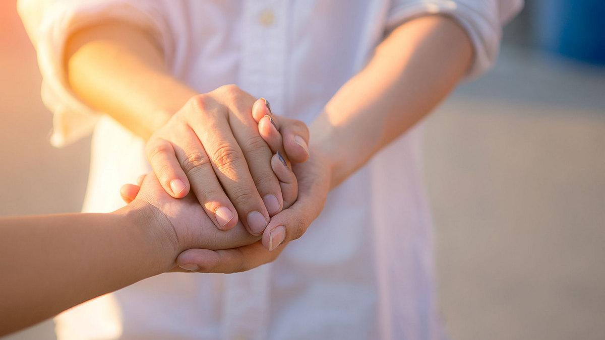 Каково быть волонтёром и есть ли в этом выгода? В честь «Международного дня благотворительности» Взгляд.uz пообщался с основательницей проекта волонтёров и узнал больше о том, как совершаются добрые дела